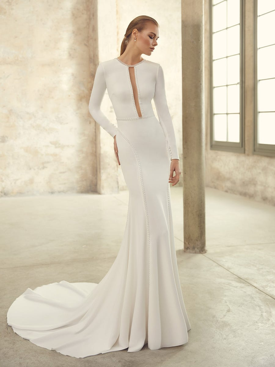 Long-sleeved mermaid wedding dress in crepe with open back